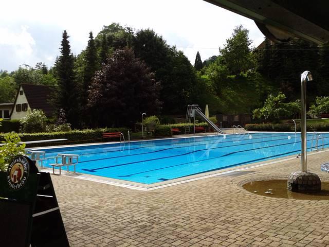Schwimmbad Oberharmersbach mit Rutsche und 1 Meter Sprungbrett