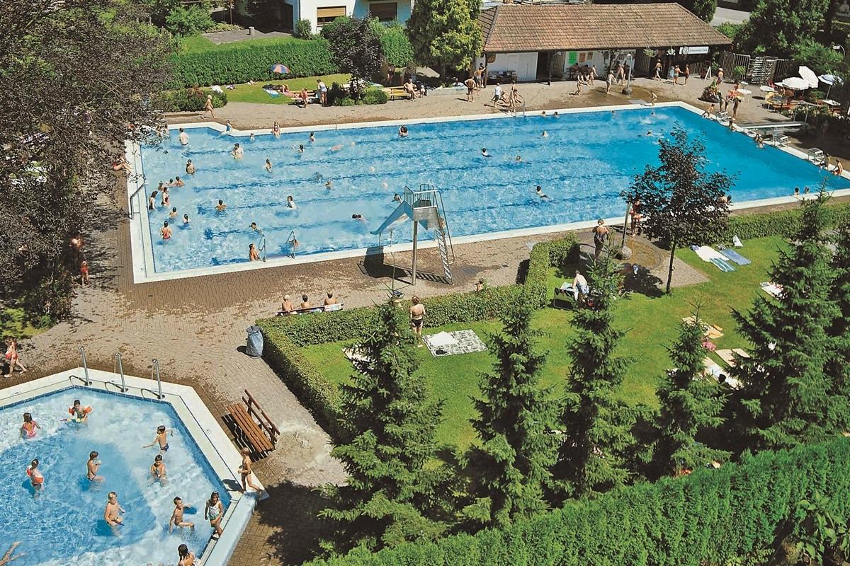 Blick auf das Schwimmbad in dern 90er Jahren