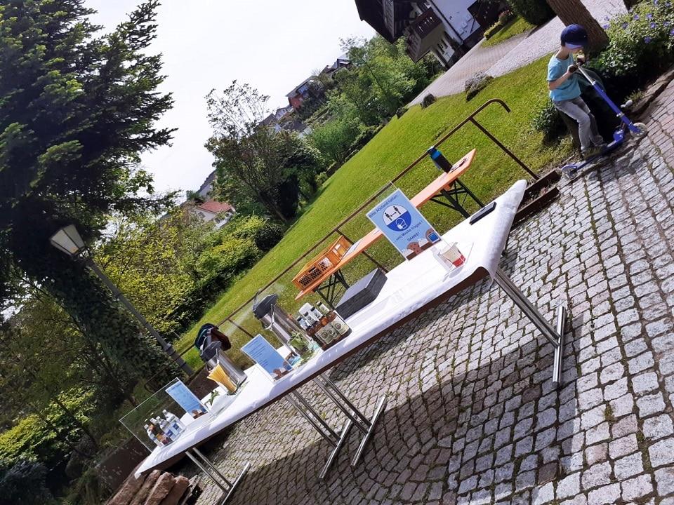 Kaffee und Kuchen auf dem Rathausplatz in Oberharmersbach